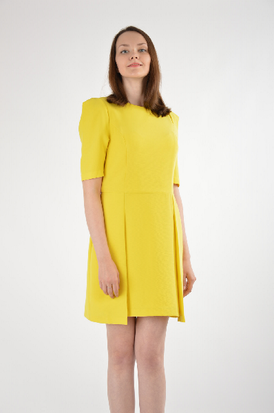 Платье River IslandЖенская одежда<br>Желтое платье от River Island - яркий акцент в повседневном гардеробе. Модель приталенного кроя создана из мягкого, приятного на ощупь материала. Детали: тонкая подкладка, круглый вырез горловины, короткие рукава, вытачки для комфортной посадки, расклешенная юбка, застежка-молния на спинке.<br><br>Состав    100% - Полиэстер<br>Материал подкладки    100% - Полиэстер<br>Длина по спинке    87 см<br>Длина рукава    30 см<br>размер: 10<br><br>Материал: Полиэстер<br>Сезон: ЛЕТО<br>Коллекция: Весна-лето<br>Пол: Женский<br>Возраст: Взрослый<br>Цвет: Желтый<br>Размер INT: S/M