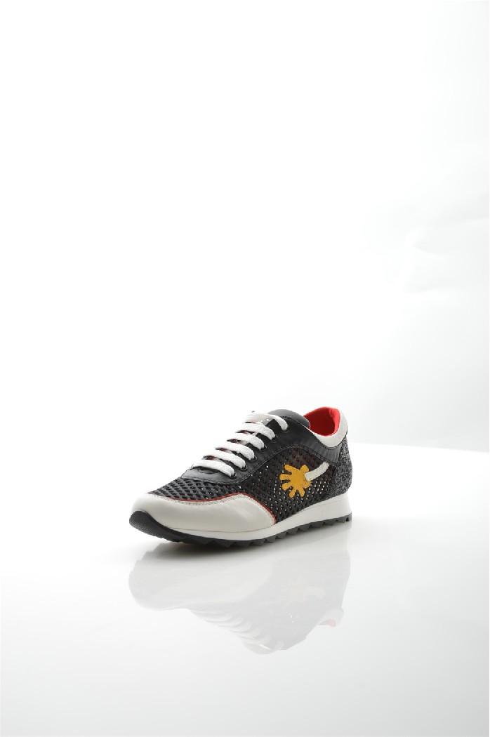 Сникеры TOSCA BLUЖенская обувь<br>Цвет: черный, красный<br> Состав: текстиль 60%,натуральная кожа 40%<br> <br> Вид застежки: Шнуровка<br> Материал подкладки обуви: Текстиль<br> Габариты предмета: высота каблука; высота платформы; высота подошвы: 1.5 см<br> Материал подошвы обуви: резина<br> Материал стельки: натуральная кожа<br> Сезон: демисезон<br> <br> Страна бренда: Италия<br> Страна производитель: Республика Македония<br><br>Высота платформы: 1.5 см<br>Материал: Текстиль<br>Сезон: ВЕСНА/ОСЕНЬ<br>Коллекция: Весна-лето<br>Пол: Женский<br>Возраст: Взрослый<br>Цвет: Черный<br>Размер RU: 38