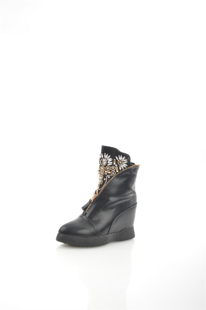 Ботильоны HAVINЖенская обувь<br>Цвет: черный<br> Состав: экокожа 100%<br> <br> Вид застежки: Молния<br> Материал подкладки обуви: Натуральный мех<br> Габариты предмета (см): высота подошвы: 2.5 см; высота каблука: 10.5 см; высота платформы: 2.5 см<br> Материал подошвы обуви: тунит<br> Материал стельки: натуральный мех<br> Вид каблука: танкетка<br> Сезон: зима<br><br>Высота каблука: 10.5 см<br>Высота платформы: 2.5 см<br>Материал: Эко-кожа<br>Сезон: ЗИМА<br>Коллекция: Осень-зима<br>Пол: Женский<br>Возраст: Взрослый<br>Цвет: Черный<br>Размер RU: 38