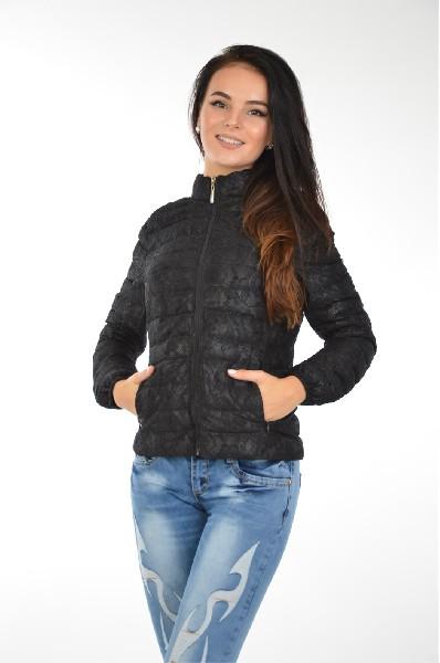Куртка утепленная B.StyleЖенская одежда<br>Куртка B.Style на легком синтепоновом утеплителе. Верх выполнен из текстиля с ажурным верхним слоем. Детали: приталенный крой; воротник-стойка; застежка на молнию; два боковых кармана на молнии.<br> <br> Состав Полиамид - 100%<br> Материал подкладки Полиэстер - 100%<br> Утеплитель Полиэстер - 100%<br> Длина рукава 61 см<br> Длина 55 см<br> Длина до бедра<br> Рукав длинный<br> Застежка на молнии<br> Цвет черный<br> Сезон Демисезон<br> Стиль Повседневный<br> Коллекция Весна-лето<br> Детали одежды кружевной кант/отделка<br> Узор Однотонный<br> Тип размера Стандартный<br> Карманы 2<br> Страна: Чехия<br><br>Материал: Полиамид<br>Сезон: ВЕСНА/ОСЕНЬ<br>Коллекция: Весна-лето<br>Пол: Женский<br>Возраст: Взрослый<br>Цвет: Черный<br>Размер INT: M/L