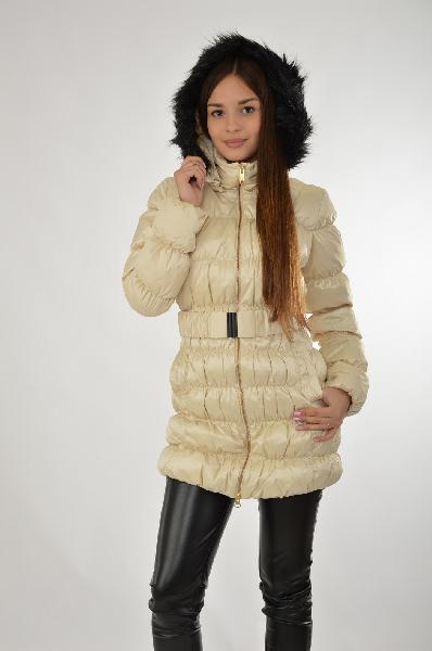 adidas Куртка утепленнаяЖенская одежда<br>Куртка на синтепоне, решенная в золотисто-бежевом цвете, на молнии с капюшоном. Качественный материал в сочетании со спортивным дизайном – хороший выбор для повседневной носки изделия. Детали: контрастная черная опушка, ремень, воротник-стойка. <br><br>Материал: <br> Ткань верха - 100% Нейлон.<br> Прокладка: 100% Полиэстер<br> Подкладка: 100% Полиэстер<br> Страна: Германия<br><br>Материал: Нейлон<br>Сезон: ЗИМА<br>Коллекция: Осень-зима<br>Пол: Женский<br>Возраст: Взрослый<br>Цвет: Бежевый<br>Размер INT: S