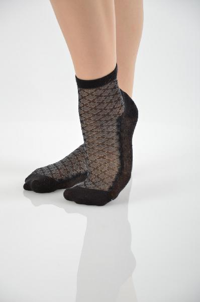 Носки CharmanteЖенска одежда<br>Состав: хлопок 95%, ластан 5%<br><br>Замечательные носки, выполненные из притного, облегащего ножку материала. Рисунок фактурный. Верхний край с ластичной вставкой. Отличный вариант дл женского гардероба<br><br> Страна: Итали<br><br>Материал: Хлопок<br>Сезон: ЛЕТО<br>Коллекци: Весна-лето<br>Пол: Женский<br>Возраст: Взрослый<br>Цвет: Черный<br>Размер EU: 35/37
