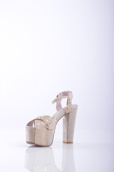 Босоножки OSEYЖенская обувь<br>Описание: одноцветное изделие, боковая пряжка, скругленный носок, без аппликаций, резиновая подошва, прямой каблук. <br><br>Высота каблука: 13 см. <br>Высота платформы: 5.5 см <br><br>Страна: Турция<br><br>Высота каблука: 13 см<br>Высота платформы: 5.5 см<br>Материал: Искусственная кожа<br>Сезон: ЛЕТО<br>Коллекция: Весна-лето<br>Пол: Женский<br>Возраст: Взрослый<br>Цвет: Кремовый<br>Размер RU: 38