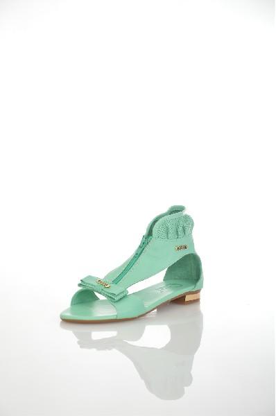 Босоножки CRESSIЖенская обувь<br>Цвет: мятный<br> <br> Материал верха: кожа натуральная<br> Материал подкладк: икожа натуральная<br> Материал стельки: кожа натуральная<br> Материал подошвы: тунит,<br> Параметры изделия: для размера 37/37: толщина подошвы 0,7 см, ширина носка стельки 8 см, длина стельки 24 см<br> Высота каблука: 1,5 см<br> Цвет и обтяжка каблука: коричневый, не обтянут, металлический декор ( золотой )<br> Местоположение логотипа: стелька<br> <br> Страна: Италия<br><br>Высота каблука: 1.5 см<br>Высота платформы: 7 см<br>Материал: Натуральная кожа<br>Сезон: ЛЕТО<br>Коллекция: Весна-лето<br>Пол: Женский<br>Возраст: Взрослый<br>Цвет: Светло-зеленый<br>Размер RU: 38