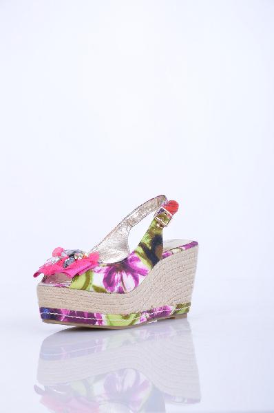 Roberto Botella - БосоножкиЖенская обувь<br>Описание: Стильные босоножки от Roberto Botella<br><br> Материал: Кожа 100%, Текстиль 100%<br><br><br> Высота танкетки: 10 см.<br><br><br> Страна: Испания<br><br>Материал: Натуральная кожа<br>Сезон: ЛЕТО<br>Коллекция: Весна-лето<br>Пол: Женский<br>Возраст: Взрослый<br>Цвет: Разноцветный<br>Размер RU: 37