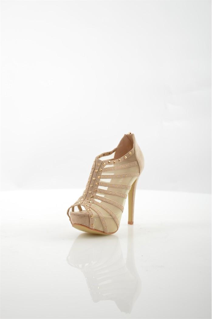 Ботильоны Mada-EmmeЖенская обувь<br>Ботильоны Mada-Emme выполнены из искусственной замши и сетки. <br> <br> Материал верха: искусственная замша, искусственный материал<br> Материал стельки: искусственная кожа<br> Материал подошвы: Тунит<br> Высота каблука: 12.5 см<br> Высота платформы: 3 см<br> Тип каблука: Шпилька, Платформа<br> Застежка: на молнии<br> Цвет: бежевый<br> Сезон: Лето<br> Коллекция: Весна-лето<br> Детали обуви: клепки, сетка<br> Тип ботинок: С открытым носом<br><br>Высота каблука: 12.5 см<br>Высота платформы: 3 см<br>Материал: Искусственная замша<br>Сезон: ЛЕТО<br>Коллекция: Весна-лето<br>Пол: Женский<br>Возраст: Взрослый<br>Цвет: Бежевый<br>Размер RU: 39