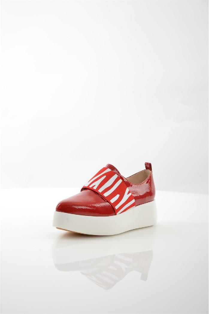 Туфли ELSIЖенская обувь<br>Цвет: красный<br> Материал верха: кожа искусственная лакированная<br> Материал подкладки: кожа искусственная<br> Материал стельки: кожа искусственная<br> Материал подошвы: искусственный материал, гладкая<br> Местоположение логотипа: стелька<br> Уход за изделием: протирать губкой<br> для размера 37/37: высота платформы 3-4,5 см, ширина носка стельки 7,8 см, длина стельки 24 см<br> <br> Страна дизайна: Италия<br><br>Высота платформы: 4 см<br>Материал: Искусственная кожа<br>Сезон: МУЛЬТИ<br>Коллекция: Весна-лето<br>Пол: Женский<br>Возраст: Взрослый<br>Цвет: Красный<br>Размер RU: 37