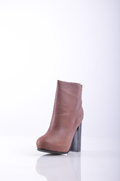 Полусапоги JEFFREY CAMPBELLЖенская обувь<br>Нубук, без аппликаций, одноцветное изделие, молния, скругленный носок, резиновая подошва.<br>Высота каблука: 12 см<br>Высота платформы: 3 см<br>Объём голени: 24 см<br>Высота голенища / задника: 12 см<br>Страна: США<br><br>Высота каблука: 12 см<br>Высота платформы: 3 см<br>Объем голени: 24 см<br>Высота голенища / задника: 12 см<br>Материал: Натуральная кожа<br>Сезон: ВЕСНА/ОСЕНЬ<br>Коллекция: Весна-лето<br>Пол: Женский<br>Возраст: Взрослый<br>Цвет: Коричневый<br>Размер RU: 37
