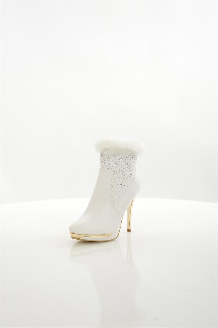 Ботильоны Moda GYЖенская обувь<br>Детали: текстильная подкладка, застежка на молнию, узор из страз, высокая шпилька.<br> <br> Материал верха искусственная кожа, натуральный мех<br> Внутренний материал текстиль<br> Материал стельки искусственная кожа<br> Материал подошвы искусственный материал<br> Выс...<br><br>Высота каблука: 11 см<br>Объем голени: 21 см<br>Высота голенища / задника: 9.5 см<br>Материал: Искусственная кожа<br>Сезон: ВЕСНА/ОСЕНЬ<br>Коллекция: (Справочник &quot;Номенклатура&quot; (Общие)): Осень-зима<br>Пол: Женский<br>Возраст: Взрослый<br>Цвет: Белый<br>Размер RU: 38