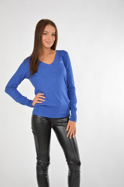 Пуловер GUESSЖенская одежда<br>Привлекательный пуловер в приятном сине-голубом цвете. Оттенок изделия эффектно подчеркнет внешность блондинок и брюнеток. Отличный вариант для повседневной носки.<br>Цвет: синий<br> <br> Состав: полиамид 15%,эластан 3%,вискоза 82%<br> <br> Вырез горловины V-образн...<br><br>Материал: Вискоза<br>Сезон: ЛЕТО<br>Коллекция: (Справочник &quot;Номенклатура&quot; (Общие)): Весна-лето<br>Пол: Женский<br>Возраст: Взрослый<br>Цвет: Синий<br>Размер INT: M