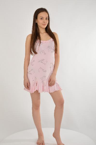 Сорочка CLEOЖенская одежда<br>Цвет: розовый<br> <br> Состав: вискоза 90%,лайкра 10%<br> <br> Сорочка полуприлегающего силуэта, слегка расширена к линии низа, длиной выше уровня линии колена. Пройма, верхние срезы лифа и спинки окантованы косой бейкой, которая переходит в бретели, регулируемые по длине. Из этой же бейки выполнен декоративный бантик.<br> <br> Длина изделия по спинке, 65 см<br> Сезон круглогодичный<br> Пол Женский<br> Страна бренда Россия<br> Страна производитель Россия<br><br>Материал: Вискоза<br>Сезон: МУЛЬТИ<br>Коллекция: Весна-лето<br>Пол: Женский<br>Возраст: Взрослый<br>Цвет: Розовый<br>Размер INT: M