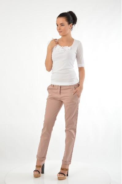 Брюки AngelЖенская одежда<br>Цвет: светло-розовый<br> <br> Состав: 90% акрил, 8% нейлон, 2% эластан<br> Особенности: брюки зауженные с 4 карманами и ремнем.<br> <br> Страна дизайна: Италия<br> Страна производства: Италия<br><br>Материал: Акрил<br>Сезон: МУЛЬТИ<br>Коллекция: Весна-лето<br>Пол: Женский<br>Возраст: Взрослый<br>Цвет: Бежевый<br>Размер INT: L