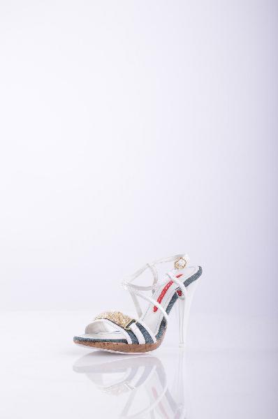 DONNA LOKA СандалииЖенская обувь<br>Состав: Искусственная кожа, Текстильное волокно. <br>Деним, аппликации из металла, двухцветный узор, ремешок на щиколотке, скругленный носок, резиновая подошва, обтянутый каблук.<br>Высота каблука: 11 см.<br>Страна: Италия<br><br>Высота каблука: 11 см<br>Высота платформы: 2 см<br>Материал: Искусственная кожа<br>Сезон: ЛЕТО<br>Коллекция: Весна-лето<br>Пол: Женский<br>Возраст: Взрослый<br>Цвет: Разноцветный<br>Размер RU: 39