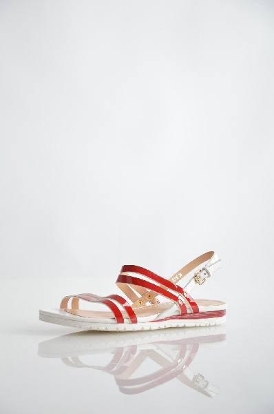 Босоножки TEE SPACEЖенская обувь<br>Цвет: красный<br> Материал верха: кожа искусственная лакированная, кожа искусственная<br> Материал подкладки: кожа искусственная<br> Материал стельки: кожа искусственная<br> Материал подошвы: резина, рифлёная<br> Высота каблука: 2 см<br> Цвет и обтяжка каблука: белый<br> Местоположение логотипа: стелька<br> Уход за изделием: протирать губкой<br> Страна дизайна: Италия<br> Страна производства: Турция<br> Товар сертифицирован.<br><br>Высота каблука: 2 см<br>Материал: Искусственная кожа<br>Сезон: ЛЕТО<br>Коллекция: Весна-лето<br>Пол: Женский<br>Возраст: Взрослый<br>Цвет: Красный<br>Размер RU: 38
