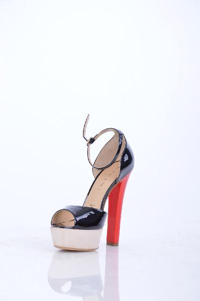 Туфли VICINIЖенская обувь<br>Описание: Эффект лакировки, без аппликаций, одноцветное изделие, ремешок на щиколотке, скругленный носок, подошва из кожи и резины, обтянутый каблук.<br> <br> Высота каблука: 14 см<br> <br> Высота платформы: 3.8 см<br> <br> Страна: Италия<br><br>Высота каблука: 14 см<br>Высота платформы: 3.8 см<br>Материал: Натуральная кожа<br>Сезон: ЛЕТО<br>Коллекция: Весна-лето<br>Пол: Женский<br>Возраст: Взрослый<br>Цвет: Разноцветный<br>Размер RU: 37.5