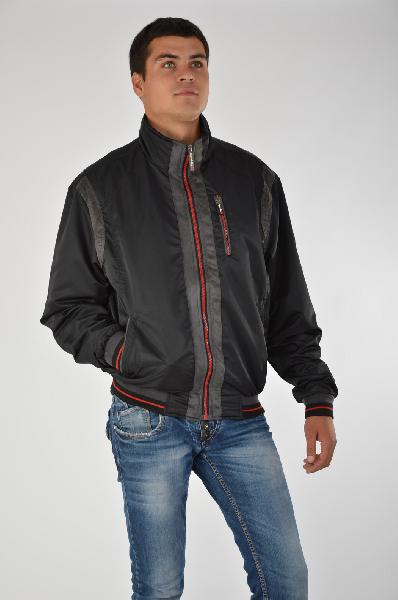 Куртка Giorgio di MareКуртки<br>Цвет: черный и красный<br> Состав:100% полиэстер<br> Особенности: стильная куртка на молнии с воротником-стойкой.<br> Страна: Испания<br><br>Материал: Полиэстер<br>Сезон: ВЕСНА/ОСЕНЬ<br>Коллекция: Осень-зима<br>Пол: Мужской<br>Возраст: Взрослый<br>Цвет: Черный<br>Размер INT: XL