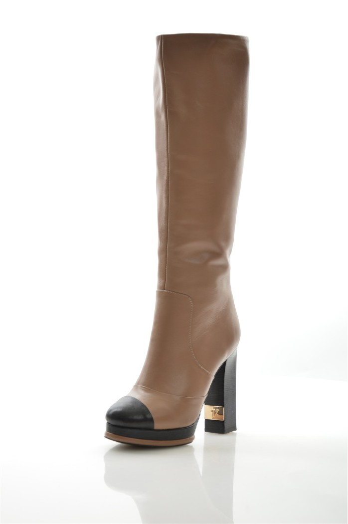 Сапоги VitacciЖенская обувь<br>Цвет: коричневый<br> Материал верха: натуральная кожа<br> Материал подкладки: ворсин<br> Материал стельки: ворсин<br> Материал подошвы: искусственный материал, рифленая<br> Высота голенища: 38 см<br> Высота каблука: 11,5 см<br> Цвет и обтяжка каблука: черный, не обтянут<br> Местоположение логотипа: стелька, подошва, бегунок молнии<br> <br> Страна: Россия, Италия<br><br>Высота каблука: 11.5 см<br>Высота голенища / задника: 38 см<br>Материал: Натуральная кожа<br>Сезон: ВЕСНА/ОСЕНЬ<br>Коллекция: Осень-зима<br>Пол: Женский<br>Возраст: Взрослый<br>Цвет: Коричневый<br>Размер RU: 38