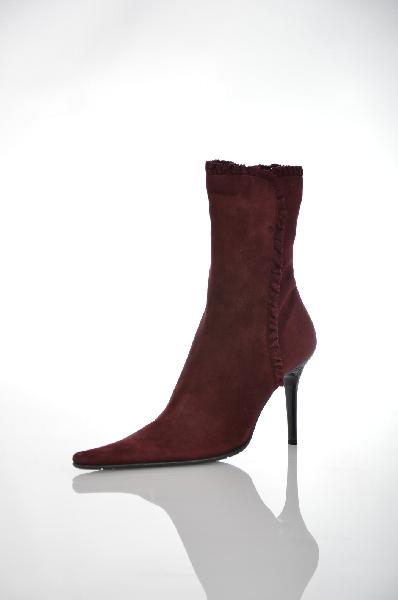 Ботильоны GiottoЖенская обувь<br>Цвет: бордо<br> Материал верха: натуральная замша<br> Материал подкладки: натуральная кожа<br> Материал стельки: натуральная кожа<br> Материал подошвы: натуральная кожа, черного цвета, рифленая<br> Параметры изделиядля размера 38/38: толщина подошвы 0,5 см, ширина носка стельки 7,5 см, длина подошвы 30 см<br> Высота каблука: 10 см<br> Цвет и обтяжка каблука: черный, не обтянут<br> Местоположение логотипа: стелька, подошва<br> Страна: Россия<br><br>Высота каблука: 10 см<br>Материал: Замша<br>Сезон: ВЕСНА/ОСЕНЬ<br>Коллекция: Осень-зима<br>Пол: Женский<br>Возраст: Взрослый<br>Цвет: Бордовый<br>Размер RU: 38