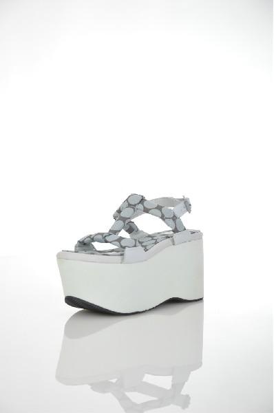 Сандалии AdidasЖенская обувь<br>Состав: Текстильное волокно, Искусственная кожа, Кожа<br> Детали: техническая ткань, без аппликаций, в горошек, пряжка, скругленный носок, резиновая подошва с тиснением, танкетка, каблук из резины<br> Каблук: 9.5 см<br> Высота платформы: 7 см<br> Страна: Германия<br><br>Высота каблука: 9.5 см<br>Высота платформы: 7 см<br>Материал: Искусственная кожа<br>Сезон: ВЕСНА/ОСЕНЬ<br>Коллекция: Весна-лето<br>Пол: Женский<br>Возраст: Взрослый<br>Цвет: Голубой<br>Размер RU: 38
