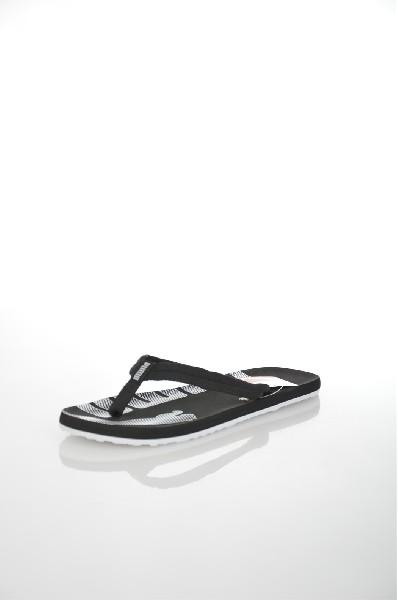 Пантолеты Epic Flip PumaШлёпанцы<br>Эта новая модель сандалий явилась продолжением популярной линейки Basic Flip. Наденьте их - и яркий солнечный летний день заиграет всеми красками. Нога удобно расположится благодаря супермягкой подошве, изготовленной по технологии EVA, а свежие цвета и оригинальный дизайн ремешков сделают эти сандалии незаменимыми не только для пляжа!<br> <br> Цвет: черный, белый<br> <br> Состав: текстиль<br> <br> Высота платформы Низкая<br> Материал верха Текстиль<br> Материал подошвы Искусственный материал<br> Вид застежки Без застежки<br> Декоративные элементы логотип<br> Особенность материала верха Текстильный<br> Высота каблука Высота: 1.5 см<br> Сезон демисезон<br> Пол Мужской<br> Страна Германия<br><br>Высота каблука: 1.5 см<br>Материал: Текстиль<br>Сезон: ЛЕТО<br>Коллекция: Весна-лето<br>Пол: Женский<br>Возраст: Взрослый<br>Цвет: Черный<br>Размер RU: 45