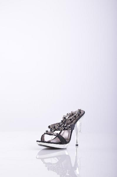 JILO СандалииЖенская обувь<br>Описание: атлас, аппликации из металла, принт, одноцветное изделие, пряжка, скругленный носок, резиновая подошва, шпилька.<br>Высота каблука: 12.5 см.<br>Высота платформы: 2 см<br>Страна: Италия<br><br>Высота каблука: 12.5 см<br>Высота платформы: 2 см<br>Материал: Текстильное волокно<br>Сезон: ЛЕТО<br>Коллекция: Весна-лето<br>Пол: Женский<br>Возраст: Взрослый<br>Цвет: Черный<br>Размер RU: 38