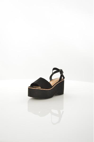 Босоножки MarypazЖенская обувь<br>Босоножки Marypaz выполнены из искусственной замши. Внутренняя отделка из искусственной кожи. Детали: застежка на пряжке, высокая платформа.<br> <br> Материал верха искусственная замша<br> Внутренний материал искусственная кожа<br> Материал стельки искусственная ...<br><br>Высота каблука: 8.5 см<br>Высота платформы: 5 см<br>Материал: Искусственная замша<br>Сезон: ЛЕТО<br>Коллекция: (Справочник &quot;Номенклатура&quot; (Общие)): Весна-лето<br>Пол: Женский<br>Возраст: Взрослый<br>Цвет: Черный<br>Размер RU: 38