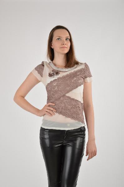 Футболка, El Fa MeiЖенская одежда<br>Цвет: коричневый, белый<br><br><br> <br><br><br>Состав: полиамид 20%, эластан 5%, вискоза 75%<br><br><br> <br><br><br>Футболка - незаменимая вещь в базовом гардеробе любой современной девушки. Модель с округлым вырезом горловины и короткими рукавами. Оригинальная аппликация и нежное кружево украшает изделие.<br><br><br>Длина рукава Короткие, 16.0 см<br><br><br>Габариты предметов Длина, 58.0 см<br><br><br>Стиль Женственный стиль<br><br><br>Страна бренда Россия<br><br><br>Страна производитель Польша<br><br>Материал: Вискоза<br>Сезон: ЛЕТО<br>Коллекция: Весна-лето<br>Пол: Женский<br>Возраст: Взрослый<br>Цвет: Коричневый<br>Размер INT: M