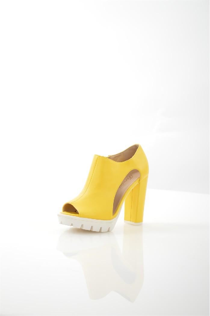 Ботильоны FersiniЖенская обувь<br>Ботильоны Fersini выполнены из искусственной кожи.<br> <br> Материал верха искусственная кожа<br> Внутренний материал искусственная кожа<br> Материал стельки искусственная кожа<br> Материал подошвы резина<br> Высота каблука 11 см<br> Высота платформы 2.5 см<br> Тип каблука Стандартный, Платформа<br> Застежка на молнии<br> Цвет желтый<br> Сезон Лето<br> Стиль Повседневный<br> Коллекция Весна-лето<br> Страна: Италия<br><br>Высота каблука: 11 см<br>Высота платформы: 2.5 см<br>Материал: Искусственная кожа<br>Сезон: ЛЕТО<br>Коллекция: Весна-лето<br>Пол: Женский<br>Возраст: Взрослый<br>Цвет: Желтый<br>Размер RU: 38