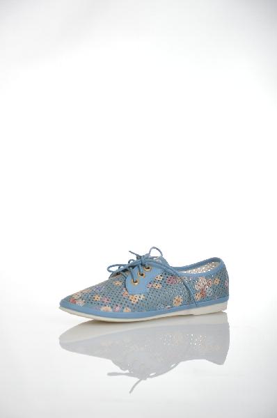 Ботинки BetsyЖенская обувь<br>Летние ботинки Betsy выполнены из искусственной кожи синего цвета со сквозной перфорацией, подкладка и стелька - из искусственной кожи. Детали: удобная шнуровка, цветочный принт, плоская подошва.<br> <br> Материал верха искусственная кожа<br> Внутренний материал искусственная кожа<br> Материал стельки натуральная кожа<br> Материал подошвы резина<br> Цвет синий<br> Сезон Лето<br> Коллекция Весна-лето<br> Детали обуви перфорация<br><br>Материал: Искусственная кожа<br>Сезон: ЛЕТО<br>Коллекция: Весна-лето<br>Пол: Женский<br>Возраст: Взрослый<br>Цвет: Синий<br>Размер RU: 38