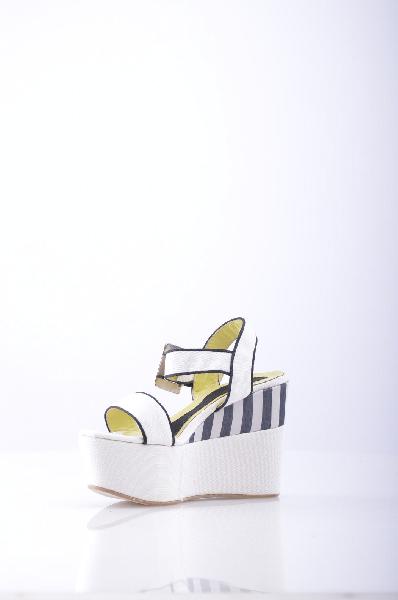ISLO ISABELLA LORUSSO СандалииЖенская обувь<br>Описание: парусина, без аппликаций, одноцветное изделие, пряжка, скругленный носок, резиновая подошва.<br>Высота каблука: 12 см.<br>Высота платформы: 5 см<br>Страна: Италия<br><br>Высота каблука: 12 см<br>Высота платформы: 6 см<br>Материал: Текстильное волокно<br>Сезон: ЛЕТО<br>Коллекция: Весна-лето<br>Пол: Женский<br>Возраст: Взрослый<br>Цвет: Белый<br>Размер RU: 38