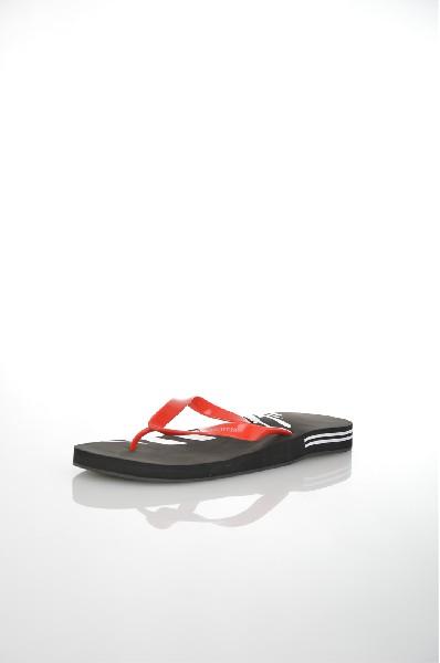 Шлепанцы Marina YachtingДомашняя обувь<br>Цвет: черный, красный, белый<br> <br> Состав: натуральная кожа<br> <br> Прекрасные шлепанцы с открытым мыском. Модель выполнена из высококачественного материала приятной расцветки. Отличный вариант для повседневного использования.<br> <br> Высота каблука Без каблука<br>...<br><br>Высота каблука: Без каблука<br>Высота платформы: 2 см<br>Материал: Натуральная кожа<br>Сезон: ЛЕТО<br>Коллекция: (Справочник &quot;Номенклатура&quot; (Общие)): Весна-лето<br>Пол: Мужской<br>Возраст: Взрослый<br>Цвет: Черный<br>Размер RU: 46