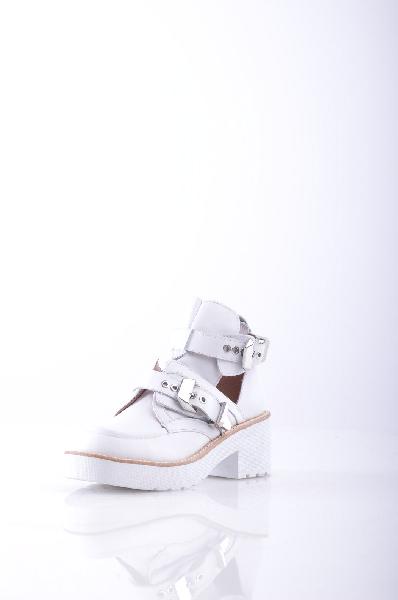 Ботинки JEFFREY CAMPBELLЖенская обувь<br>Описание: Пряжка, одноцветное изделие, скругленный носок, пряжка, внутри на подкладке, резиновая подошва с тиснением, квадратный каблук. <br><br> Высота платформы: 2.5 см <br><br><br> Высота каблука: 6 см <br><br><br> Объем голени: 20 см<br><br><br> Высота голенища / задни...<br><br>Высота каблука: 6 см<br>Высота платформы: 2.5 см<br>Объем голени: 20 см<br>Высота голенища / задника: 10 см<br>Материал: Натуральная кожа<br>Сезон: ЛЕТО<br>Коллекция: (Справочник &quot;Номенклатура&quot; (Общие)): Весна-лето<br>Пол: Женский<br>Возраст: Взрослый<br>Цвет: Белый<br>Размер RU: 37