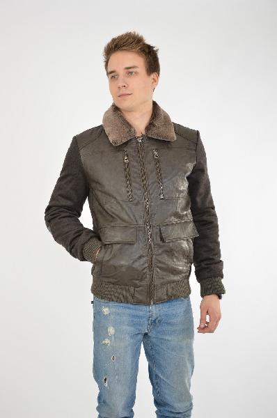 Куртка CONVERКуртки<br>Цвет: коричневый<br> <br> Состав: полиэстер 60%, шерсть 40%<br> <br> Стильная укороченная куртка на трикотажной резинке по низу изделия и рукавам. Особенностью модели является сочетание пальтовой ткани с искусственной кожей. Куртка имеет удобные карманы на любой вкус. Съемный воротник из натурального меха (мутон) делает модель не только более интересной, но и практичной. Утеплитель: синтепон.<br> <br> Длина рукава Длинные, 68.0 см<br> Тип карманов Прорезные<br> Габариты предметов Длина, 68.0 см<br> Сезон демисезон<br> Пол Мужской<br> Стиль Casual<br> Страна Россия<br><br>Материал: Полиэстер<br>Сезон: ВЕСНА/ОСЕНЬ<br>Коллекция: Осень-зима<br>Пол: Мужской<br>Возраст: Взрослый<br>Цвет: Коричневый<br>Размер INT: S