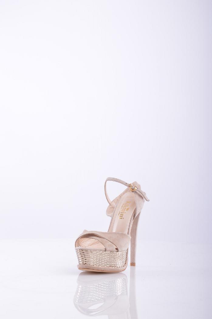 Босоножки KliminiЖенская обувь<br>Очаровательные босоножки с закругленным открытым мыском. Устойчивый каблук подчеркнет стройность и длину Ваших ног. Мягкая стелька оформлена логотипом бренда. <br> <br> Материал подкладки: натуральная кожа.<br> Материал подошвы: Искусственный материал<br> Форма мыска: Заостренный мысок<br> Вид застежки: Пряжка<br> Материал верха: Спилок<br> Форма каблука: Шпилька<br> Высота каблука: 13.5 см.<br> Высота платформы: 4 см<br> Страна: Турция<br><br>Высота каблука: 13.5 см<br>Высота платформы: 4 см<br>Материал: Спилок<br>Сезон: ЛЕТО<br>Коллекция: Весна-лето<br>Пол: Женский<br>Возраст: Взрослый<br>Цвет: Кремовый<br>Размер RU: 38