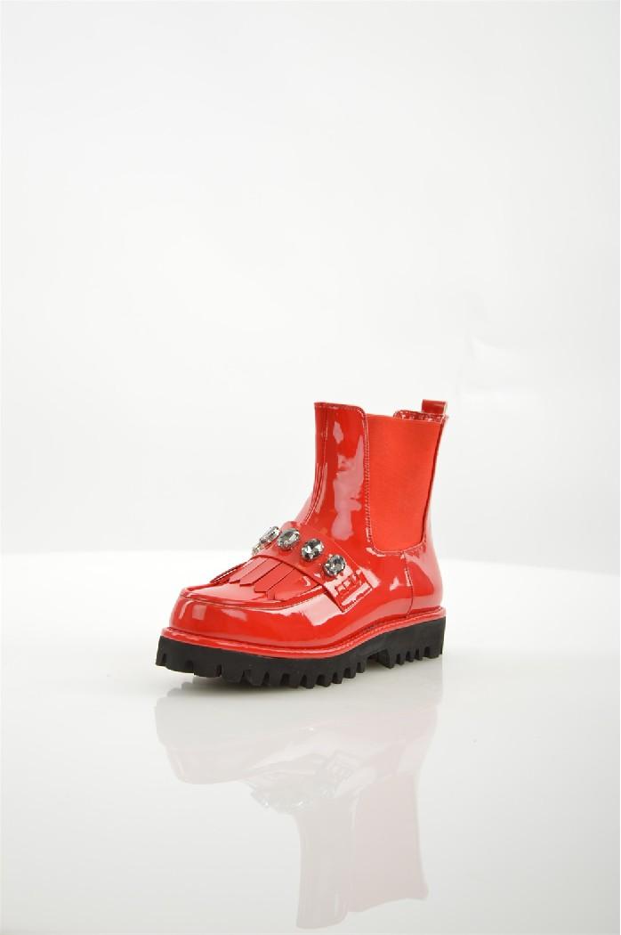 Ботинки ELSIЖенская обувь<br>Ботинки Elsi выполнены из искусственной лаковой кожи.<br> <br> Материал верха искусственная лаковая кожа<br> Внутренний материал байка<br> Материал стельки байка<br> Материал подошвы искусственный материал<br> Высота голенища / задника 14.5 см<br> Обхват голенища 24.5 см<br> Высота каблука 3.4 см<br> Высота платформы 2.5 см<br> Застежка без застежки<br> Цвет красный<br> Сезон Демисезон<br> Стиль Повседневный, Ультрамодный<br> Коллекция Осень-зима<br> Детали обуви бахрома/кисточки, камни/стразы, лакированные<br> Узор Однотонный<br> Высота каблука Низкий<br> Тип ботинок Челси<br> Страна: Италия<br><br>Высота каблука: 3.5 см<br>Объем голени: 24.5 см<br>Высота голенища / задника: 14 см<br>Материал: Искусственная кожа<br>Сезон: ВЕСНА/ОСЕНЬ<br>Коллекция: Осень-зима<br>Пол: Женский<br>Возраст: Взрослый<br>Цвет: Красный<br>Размер RU: 37