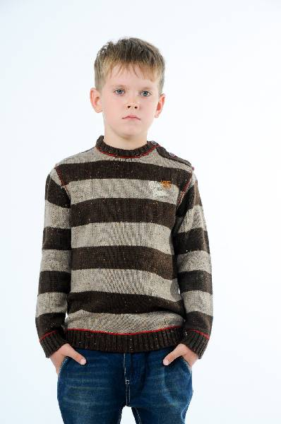 Джемпер E-BOUNDОдежда для мальчиков<br>Цвет: коричневый, красный<br> <br> Состав: акрил 100%<br> <br> Превосходный джемпер, выполненный из комфортного материала с рисунком в полоску. Модель с округлым вырезом горловины имеет декоративную застежку на пуговицы на плечевом шве. Отличный вариант для повседневного использования.<br> Длина рукава Длинные, 54.0 см<br> Габариты предметов Длина, 59.0 см<br> Сезон демисезон<br> Пол Мальчики<br> Страна бренда Бельгия<br> Страна производитель Бангладеш<br> Комплектация: джемпер<br><br>Материал: Акрил<br>Сезон: ВЕСНА/ОСЕНЬ<br>Коллекция: Осень-зима<br>Пол: Мужской<br>Возраст: Детский<br>Цвет: Коричневый<br>Размер Height: 140