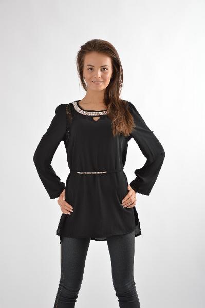 Блуза ExtasyЖенская одежда<br>Цвет: чёрный<br> Состав: 100% полиэстер<br> Особенности: удлиненная блузка с округлым воротом и поясом, декорированная кружевными вставками<br><br> Страна: Италия<br><br>Материал: Полиэстер<br>Сезон: МУЛЬТИ<br>Коллекция: Весна-лето<br>Пол: Женский<br>Возраст: Взрослый<br>Цвет: Черный<br>Размер INT: M