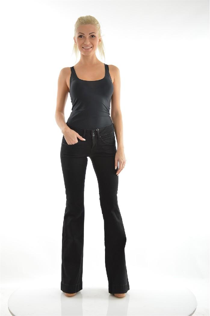Джинсы GUESSЖенская одежда<br>Материал: 93% Хлопок, 5% Полиэстер, 2% Эластан<br> <br> Страна: США<br>Черные женские джинсы с небольшим клешением от колена. Универсальная модель, к которой подойдет любой топ, рубашка или джемпер. Рекомендуем сочетать с обувью на каблуке или небольшой платформе.<br><br>Материал: Хлопок<br>Сезон: МУЛЬТИ<br>Коллекция: Весна-лето<br>Пол: Женский<br>Возраст: Взрослый<br>Модель: КЛЕШ<br>Цвет: Черный<br>Размер INT: S/M