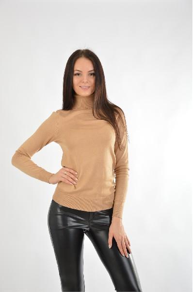 Водолазка oodjiЖенская одежда<br>Водолазка лаконичного дизайна - актуальная вещь для демисезонного гардероба модницы. Изделие однотонной расцветки станет универсальным вариантом для создания привлекательных повседневных образов.<br> <br> Цвет: светло-коричневый<br> <br> Состав: полиамид 30%,вискоза 70%<br> <br> Вид рукава Длинные: 62 см<br> Воротник Гольф<br> Габариты предметов Длина: 61 см<br> Фактура материала Трикотажный<br> Особенности ткани Мягкая<br> Сезон демисезон<br> Пол Женский<br> Страна Россия<br><br>Материал: Вискоза<br>Сезон: ВЕСНА/ОСЕНЬ<br>Коллекция: Осень-зима<br>Пол: Женский<br>Возраст: Взрослый<br>Цвет: Коричневый<br>Размер INT: M