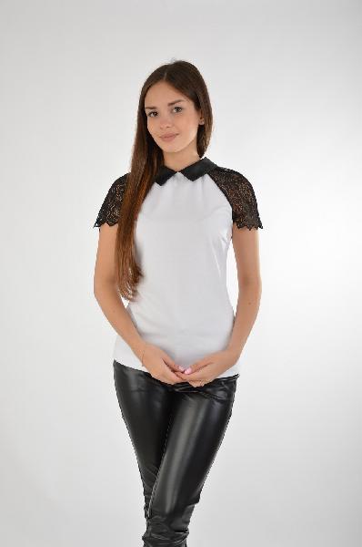 Топ Concept ClubЖенская одежда<br>Стильный топ от Concept Club выполнен из белого тонкого эластичного трикотажа и черного ажурного материала. <br><br>Детали: отложной воротник из искусственной кожи; застежка на молнию на спинке. <br><br>Состав 72% - Полиэстер, 24% - Вискоза, 4% - Эластан<br>Длина по спинке 60 см <br>Длина рукава 16 см <br><br>Страна: Россия<br><br>Материал: Полиэстер<br>Сезон: ЛЕТО<br>Коллекция: Весна-лето<br>Пол: Женский<br>Возраст: Взрослый<br>Цвет: Белый<br>Размер INT: S
