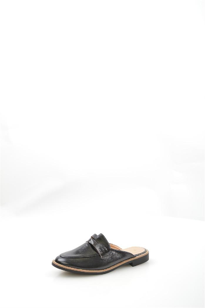 Сабо CatisaЖенская обувь<br>Мюли Catisa выполнены из искусственной кожи, подкладка и стелька из искусственной кожи.<br> Материал верха искусственная кожа<br> Внутренний материал искусственная кожа<br> Материал подошвы полимер<br> Материал стельки искусственная кожа<br> Высота каблука 2 см<br> Сезон лето<br> Цвет черный<br> <br> Страна: Франция<br><br>Высота каблука: 2 см<br>Материал: Искусственная кожа<br>Сезон: ЛЕТО<br>Коллекция: Весна-лето<br>Пол: Женский<br>Возраст: Взрослый<br>Цвет: Черный<br>Размер RU: 38