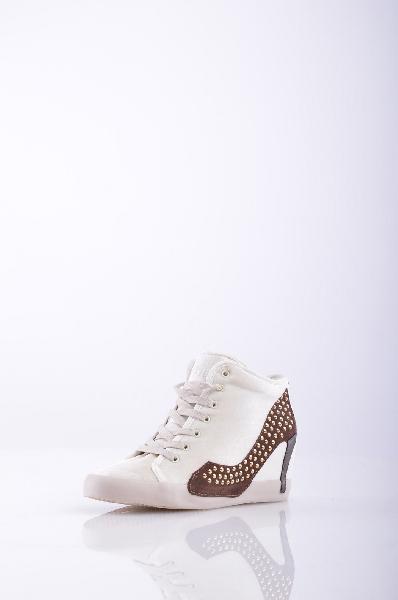 Высокие кеды OLOЖенская обувь<br>Материал: бархат, микрозаклепки, логотип, одноцветное изделие, шнуровка, скругленный носок, резиновая подошва.<br> Высота каблука: 7 см.<br>Страна: Италия<br><br>Высота каблука: 7 см<br>Материал: Текстильное волокно<br>Сезон: МУЛЬТИ<br>Коллекция: Весна-лето<br>Пол: Женский<br>Возраст: Взрослый<br>Цвет: Белый<br>Размер RU: 38