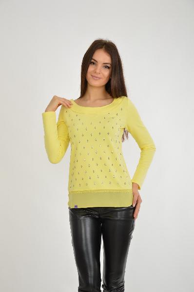 Джемпер NicClubЖенская одежда<br>Джемпер от испанского бренда из тонкого хлопка прямого кроя в желтом цвете с вырезом-лодочкой. Изделие активно декорировано блестящими элементами. Подол модели скомбинирован с полупрозрачной тканью.<br>Цвет: Желтый<br> <br> Состав: хлопок 95%,эластан 5%<br> <br> Длина изделия по спинке, 52 см<br> Рукав длина, 62 см<br> Сезон круглогодичный<br> Пол Женский<br> Страна бренда Испания<br> Страна производитель Италия<br><br>Материал: Хлопок<br>Сезон: ВЕСНА/ОСЕНЬ<br>Коллекция: Осень-зима<br>Пол: Женский<br>Возраст: Взрослый<br>Цвет: Желтый<br>Размер INT: L