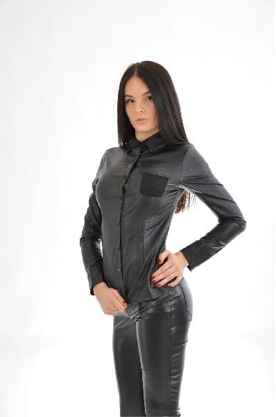 Джемпер MorganЖенская одежда<br>Стильная рубашка в черном цвете из материала, имитирующего тонкую кожу. На левой части изделия в области груди нашит карман. Рубашка создана в драматическом стиле, отлично подойдет обладательницам темных волос.<br>Цвет: черный<br> Материал: 79% Вискоза, 21% Полиамид<br> Страна: Франция<br><br>Материал: Вискоза<br>Сезон: ВЕСНА/ОСЕНЬ<br>Коллекция: Осень-зима<br>Пол: Женский<br>Возраст: Взрослый<br>Цвет: Черный<br>Размер INT: XS