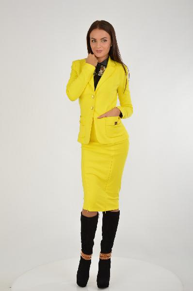 Костюм Marciano GuessЖенская одежда<br>Элегантный жакет желтого цвета от премиум-марки Marciano Guess. Модель приталенного кроя выполнена из эластичного материала. Особенности: английский воротник с отворотами, застежка на две пуговицы, два кармана декорированы золотистыми планками с названием марки, гладкая текстильная подкладка, шлица.<br> <br> Состав: Полиамид - 90%, Эластан - 10%<br> Материал подкладки: Ацетат - 67%, Полиэстер - 33%<br> Длина: 61 см<br> Длина рукава: 63 см<br> Цвет: желтый<br> Сезон: Мульти<br> Коллекция: Весна-лето<br> Страна: Италия<br> <br> Юбка желтого цвета от премиум-марки Marciano Guess. Модель прилегающего кроя выполнена из стрейчевого материала. Особенности: внутренняя резинка на талии, функциональные потайные молнии спереди позволяют регулировать высоту разрезов, эластичная текстильная подкладка.<br> <br> Состав: Полиамид - 90%, Эластан - 10%<br> Материал подкладки: Полиэстер - 95%, Эластан - 5%<br> Талия: стандартная<br> Длина по боковому шву: 73 см<br> Цвет: желтый<br> Сезон: Мульти<br> Коллекция: Весна-лето<br> Страна: Италия<br><br>Материал: Полиамид<br>Сезон: ЛЕТО<br>Коллекция: Весна-лето<br>Пол: Женский<br>Возраст: Взрослый<br>Цвет: Желтый<br>Размер INT: S