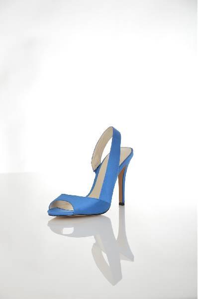 Босоножки AldoЖенская обувь<br>Элегантные босоножки Aldo синего цвета, выполнены из гладкого текстиля. <br> Детали: внутренняя отделка из искусственной кожи, стелька из натуральной кожи, устойчивый каблук.<br> <br> Цвет: синий<br> Сезон: Лето<br> Коллекция: Весна-лето<br> Материал верха: текстиль<br> Внутренний материал: искусственная кожа<br> Материал стельки: натуральная кожа<br> Материал подошвы: искусственный материал<br> Высота каблука: 11.5 см<br> <br> Страна: Канада<br><br>Высота каблука: 11.5 см<br>Материал: Текстиль<br>Сезон: ЛЕТО<br>Коллекция: Весна-лето<br>Пол: Женский<br>Возраст: Взрослый<br>Цвет: Синий<br>Размер RU: 38