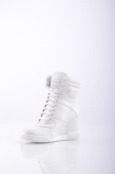 Кроссовки MARC BY MARC JACOBSЖенская обувь<br>Состав: Натуральная кожа<br><br>Детали: логотип, одноцветное изделие, шнуровка, скругленный носок, резиновая подошва с тиснением, обтянутый каблук. <br> <br> Высота каблука: 8 см. <br> <br> Страна: США<br><br>Высота каблука: 8 см<br>Материал: Натуральная кожа<br>Сезон: МУЛЬТИ<br>Коллекция: Осень-зима<br>Пол: Женский<br>Возраст: Взрослый<br>Цвет: Белый<br>Размер RU: 37