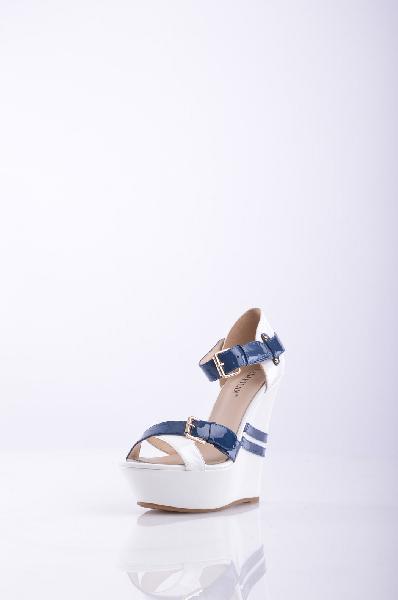 Босоножки, LENA MILANЖенская обувь<br>Описание: Стильные босоножки с открытой закругленной формой мыска. Высокая танкетка с эффектными, яркими пряжками подчеркнет стройность и длину Ваших ног. Удобная застежка надежно зафиксирует обувь на ногах. Мягкая стелька оформлена логотипом бренда.<br><br>...<br><br>Высота каблука: 14 см<br>Высота платформы: 4 см<br>Материал: Натуральная кожа<br>Сезон: ЛЕТО<br>Коллекция: (Справочник &quot;Номенклатура&quot; (Общие)): Весна-лето<br>Пол: Женский<br>Возраст: Взрослый<br>Цвет: Разноцветный<br>Размер RU: 37