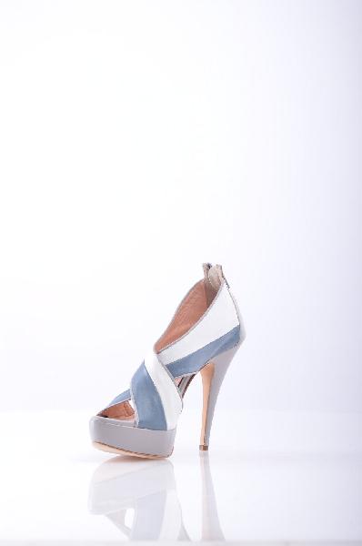 MARC ELLIS СандалииЖенская обувь<br>Описание: без аппликаций, разноцветный узор, молния, скругленный носок, кожаная подошва, обтянутый каблук.<br>Высота каблука: 12 см.<br>Высота платформы: 2.5 см<br>Страна: Италия<br><br>Высота каблука: 12 см<br>Высота платформы: 2.5 см<br>Материал: Наппа<br>Сезон: ЛЕТО<br>Коллекция: (Справочник &quot;Номенклатура&quot; (Общие)): Весна-лето<br>Пол: Женский<br>Возраст: Взрослый<br>Цвет: Разноцветный<br>Размер RU: 38