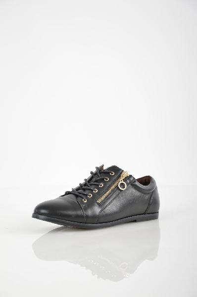 Кеды T.Taccardi for KariЖенская обувь<br>Кеды T.Taccardi for Kari выполнены из искусственной кожи черного цвета, текстильная внутренняя отделка, кожаная стелька. Детали: удобная шнуровка, плоская резиновая подошва.<br><br> <br><br> Материал верха искусственная кожа<br><br><br> Внутренний материал текстиль<br><br><br> Материал стельки натуральная кожа<br><br><br> Материал подошвы резина<br><br><br> Цвет черный<br><br><br> Сезон Демисезон, Лето<br><br><br> Коллекция Весна-лето<br><br><br> Детали обуви металл<br><br><br> Страна: Россия<br><br>Материал: Искусственная кожа<br>Сезон: МУЛЬТИ<br>Коллекция: Весна-лето<br>Пол: Женский<br>Возраст: Взрослый<br>Цвет: Черный<br>Размер RU: 37